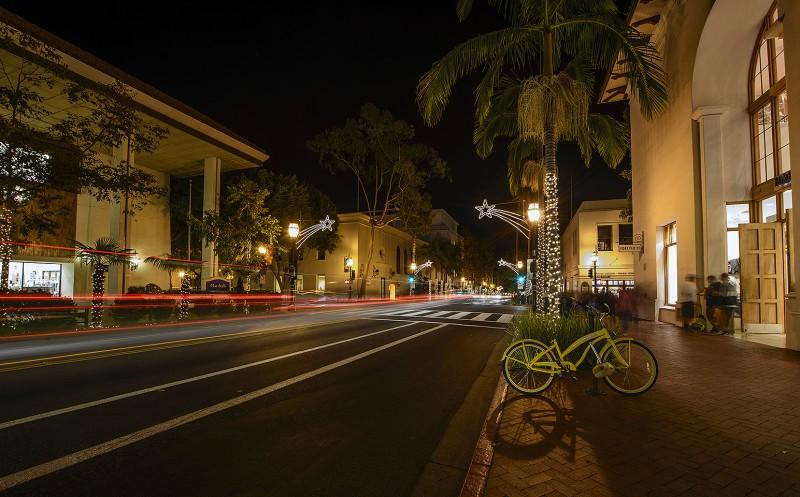 state street santa barbara christmas lights night