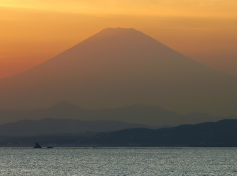 mt fuji sunset from enoshima