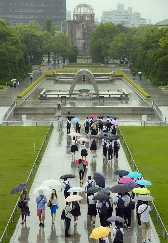hiroshima rain peace memorial atomic bomb dome genbaku domu park