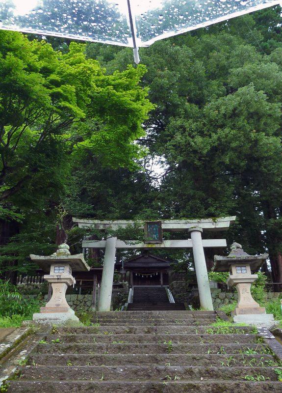 takayama-temple-rain