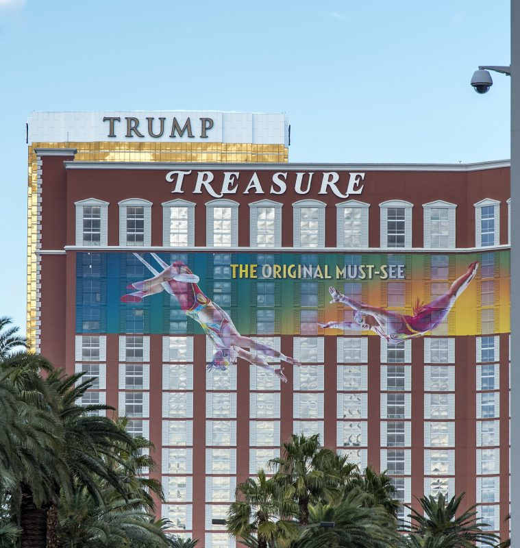 trump treasure island must see vegas