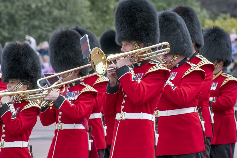 london changing guard band redcoats trumpet buckingham palace england