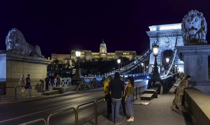 budapest buda castle chain bridge