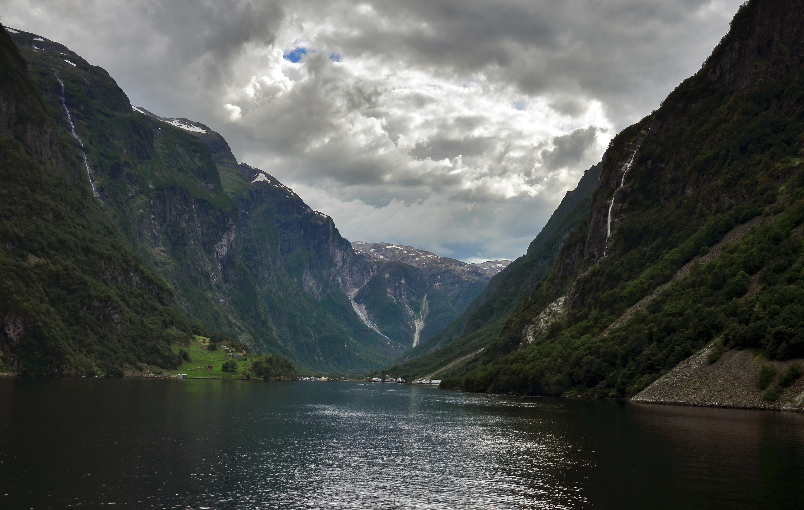 norway nutshell fjord topaz denoise ai-denoise