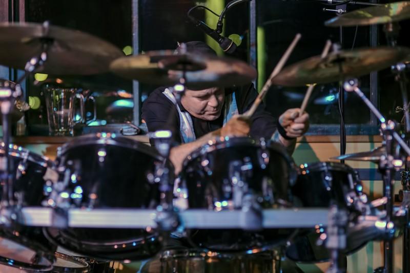 travis drums major jones standing stone drummer