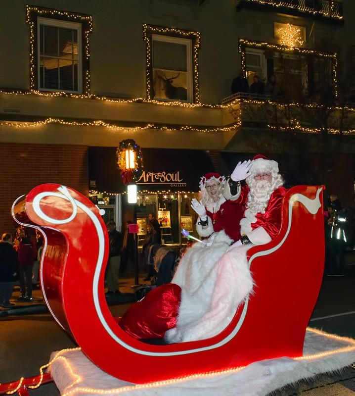 dennis sandra slattery santa mrs claus 2013 festival of light parade