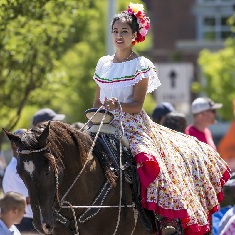 el-tapatia-mexican-girl-horseback-parade-4th-july