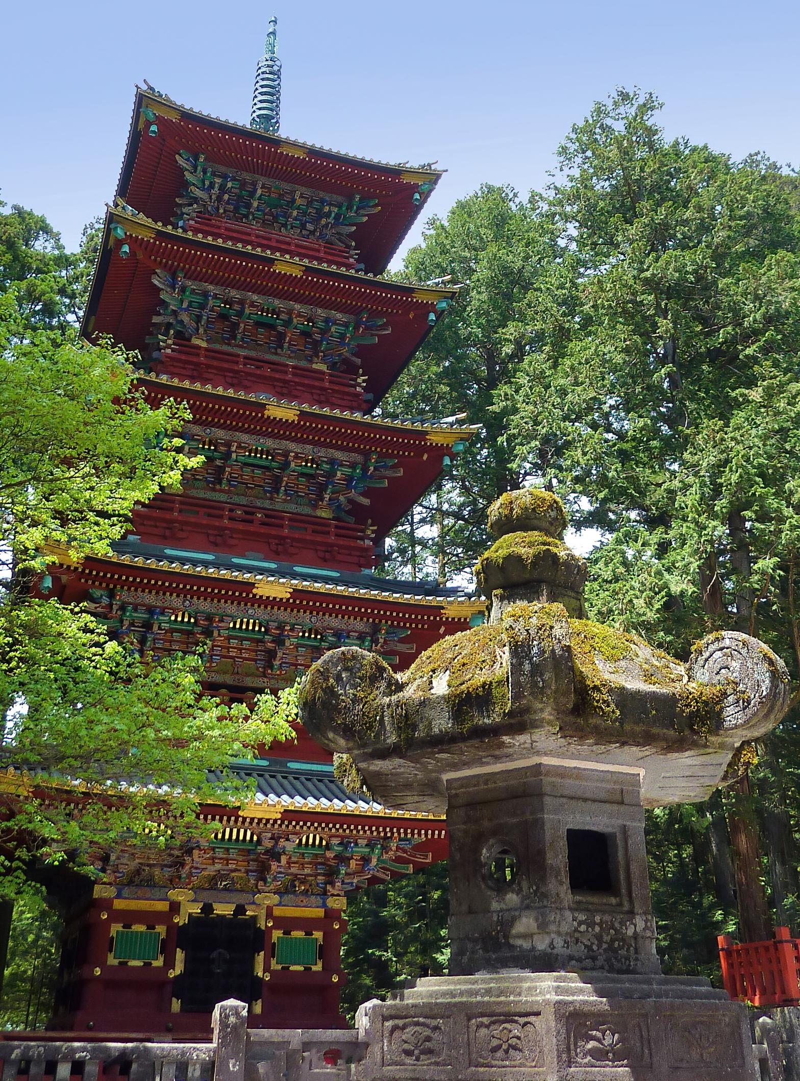 Nikkō Tōshō-gū pagoda topaz denoise ai-denoise